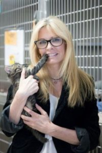 Tanya Hilgendorf with a kitten